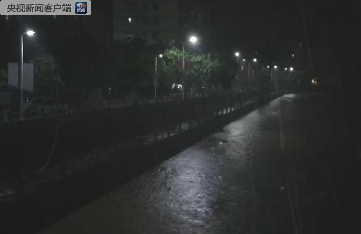 """台风""""山竹""""进入广西境内 广西避险转移安置25万人"""