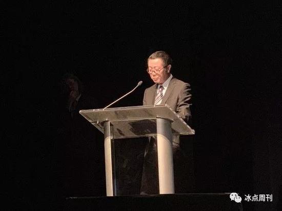刘慈欣跟霍金拿了同一个奖:周围越发像科幻小说了