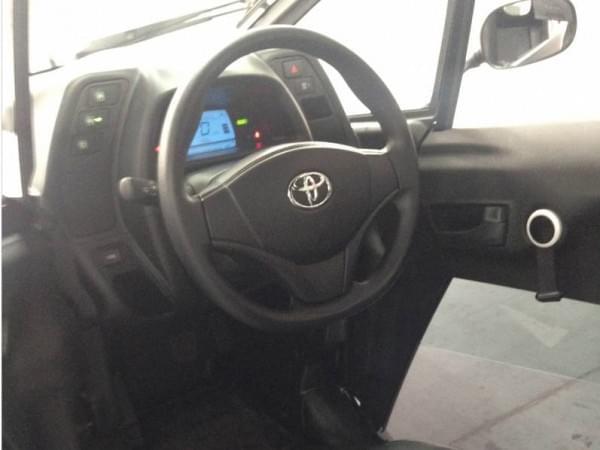 试驾丰田i-Road电动汽车:重量只有300KG的照片 - 7