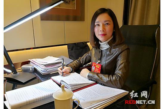 代表郑叶新:建议明晰商品房小区地下车位产权