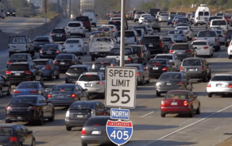 感恩节航拍美国洛杉矶 上演十年一遇大堵车