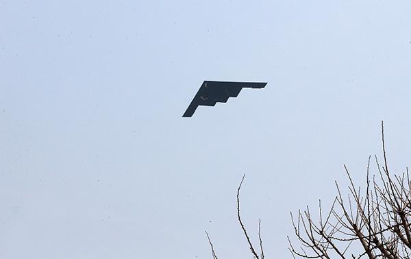 朝韩会谈次日 美在关岛部署3架可携核武的B2轰炸机