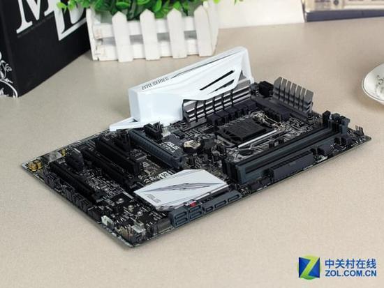 产品卖点:  处理器接口改为LGA 1151  处理器原生内置四颗物理核心  Skylake新架构,支持DDR4内存  内部集成Intel HD Graphic 530核芯显卡  采用全新14纳米工艺制程,更低的功耗和发热  Intel 酷睿i5-6600K(盒) 这款酷睿i5-6600K处理器在超频方面表现非凡,有着不逊于i7-6700K的实力,同时由于其采用原生四核心的设计大幅度提升了它的性能,喜欢超频的玩家不妨多多关注这款核心。 第3页:主板:华硕Z170-A 华硕Z170-A是一款定位在千