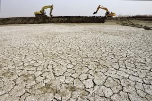 三十年首次深挖改造 北塘万亩虾塘集中清淤