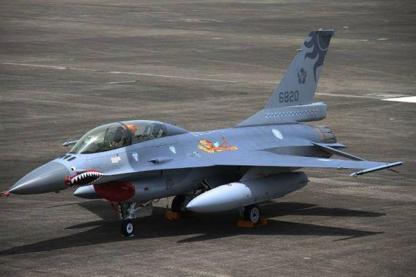 台湾翻新老旧F-16徒耗资金 仍落后于解放军战机