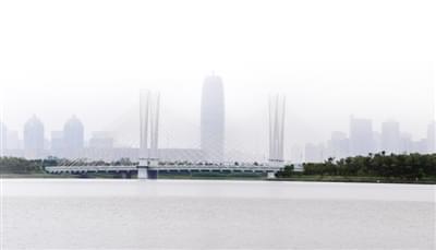 品美食、观车展、看水上飞人…… 亲自驾驶摩托艇,爽!世摩赛郑州站还能这样玩儿