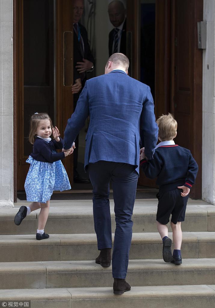 """凯特王妃带儿女参加""""闺蜜""""婚礼 小公主噘嘴闹脾气"""