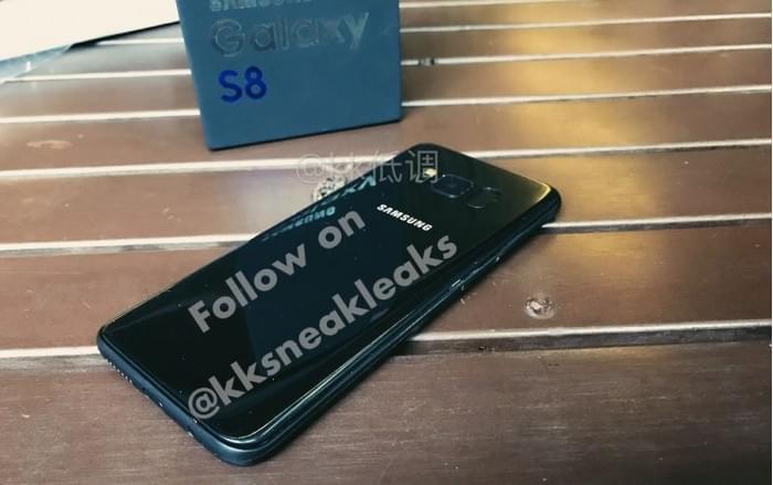 亮黑色Galaxy S8机模上手 与iPhone 7 Plus对比的照片 - 1
