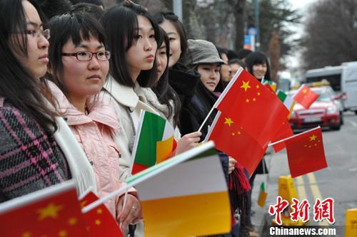 资料图片:都柏林中国留学生。