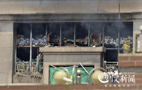 四川达州火灾☆烧了3天终�于灭了 有商户称损失�y超千万