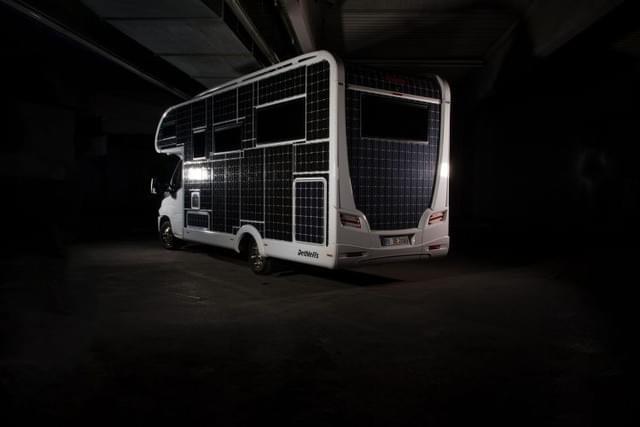 满太阳能电池板 德国公司推野外露营房车