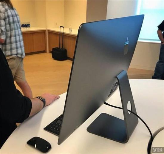 苹果iMac Pro真机惊鸿现身:碾压8K视频编辑