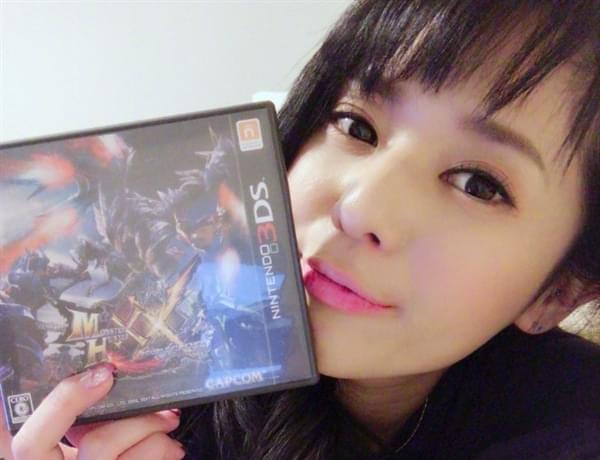 苍井空半夜痴迷《怪物猎人XX》:太激动玩折3DS摇杆的照片 - 2
