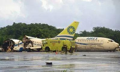 ▲客机遭雷击后坠毁并断为三截。