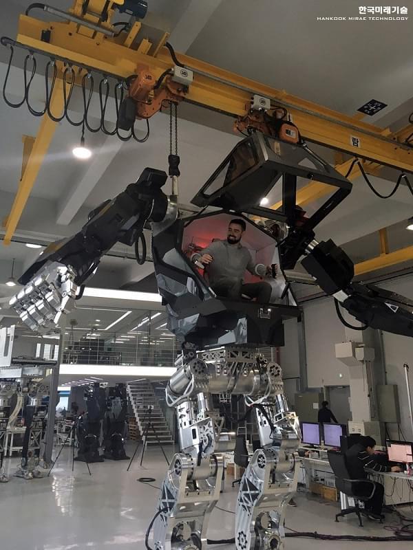 Hankook Mirae展示四米高的Method-2载人两足机器人的照片 - 4