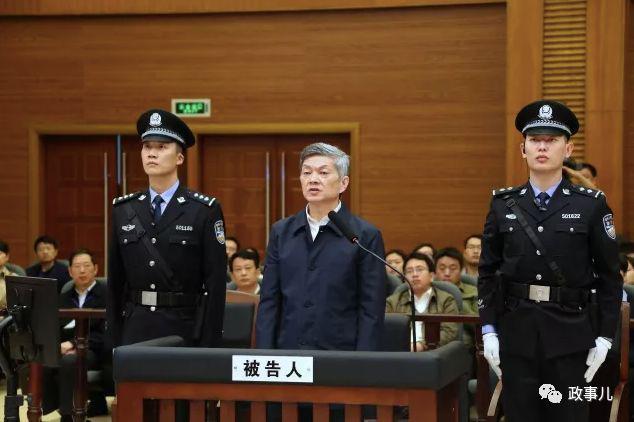书记和秘书落马后 同一天一人受审一人被提起公诉