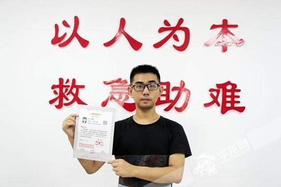 重庆男孩战胜病魔考上一本 曾因尿毒症休学3年