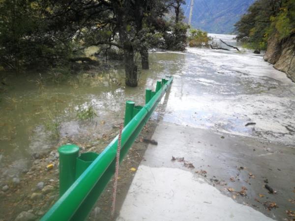 山体滑坡致雅鲁藏布江现堰塞湖 安能集团紧急救援