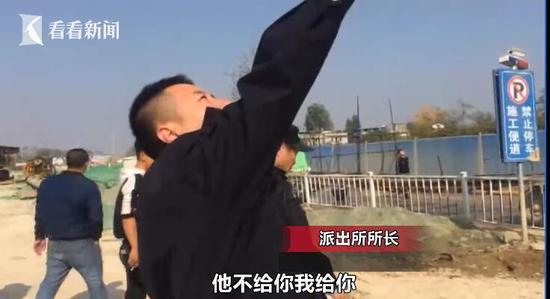 小伙爬几十米高塔吊讨要1600元工资警察:我给你发