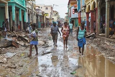 飓风致海地超877人遇难 肯尼迪航天中心屋顶被掀