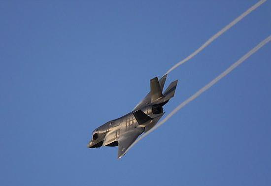 美F-35战机首次坠毁 将斥巨资买138架的英国慌了