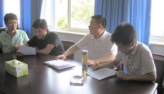 川大好脾气导师 改论文被学生拍桌子也不急眼