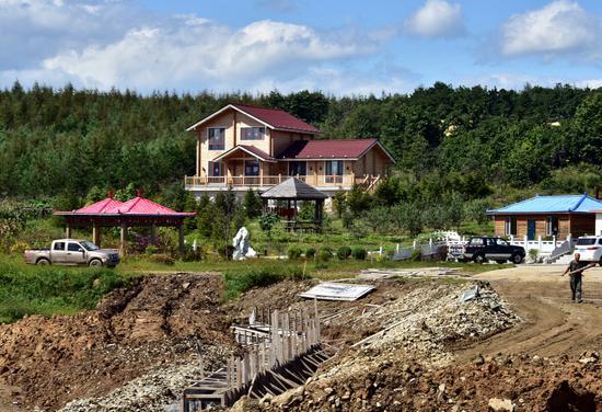 9月7日,位于珲春东北虎国家级自然保护区核心区的博亚山庄。摄影/章轲