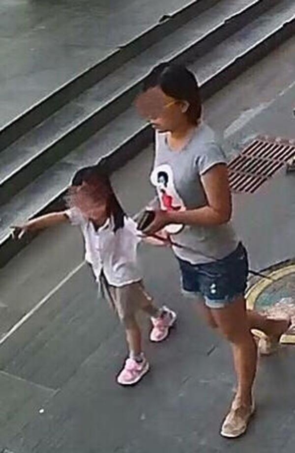 1岁女童被狗咬伤鼻子后狗主人溜了 父母悬赏寻人