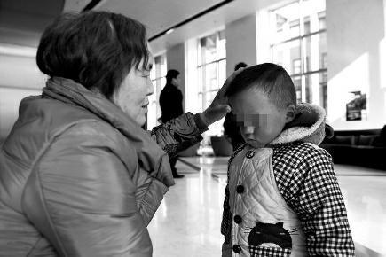 早产儿失明司法鉴定书称医院无错 鉴定人:未签过字
