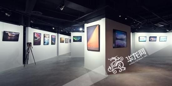 重庆最大的摄影艺术展厅亮相 引市民围观