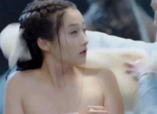 刚满20岁关晓彤就上演美人出浴 却被网友吐槽