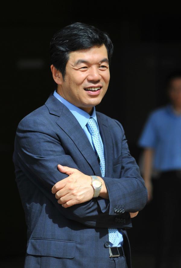 55岁宝钢股份董事长戴志浩调任鞍钢集团总经理