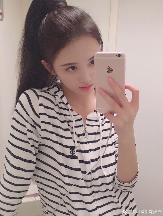 鞠婧祎晒清纯自拍 笑容甜美似高中学生妹