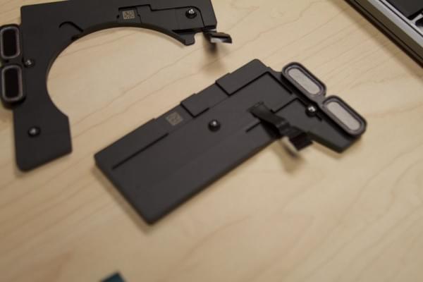 无Touch Bar版全新MacBook Pro拆解:SSD可更换的照片 - 3
