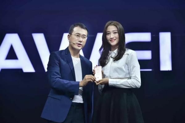 2099元起华为nova发布 同时今年第1亿台华为手机下线的照片 - 1