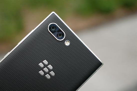 钟情物理全键盘 黑莓手机还有机会吗?