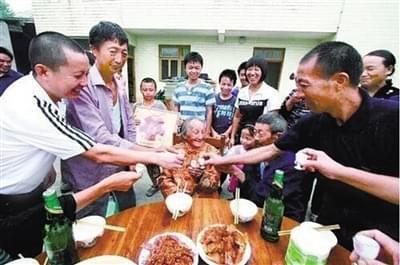 114岁老人杨昌志走了,永川千人送行