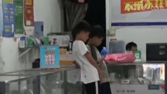 越来越多农村留守儿童沉迷网游 部分商家推波助澜