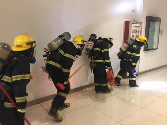 福州消防支队组织在苏宁广场开展城市综合体火灾编组作战实战演练