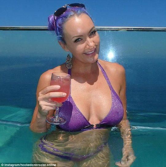 澳洲美女模特改行当钓手 一段视频浏览量超75万