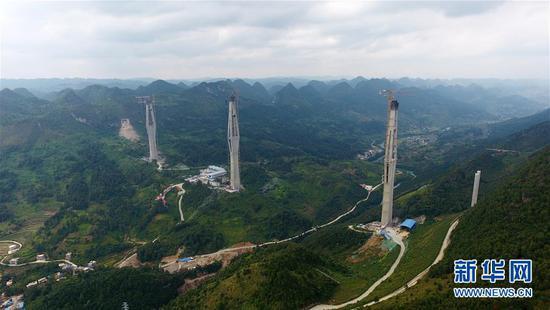 (新华全媒头条·图文互动)(4)从万桥飞架看中国奋斗——在贵州高高的山岗上