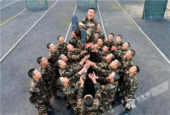 期中考核在即 重庆武警新兵个个争当训练尖兵