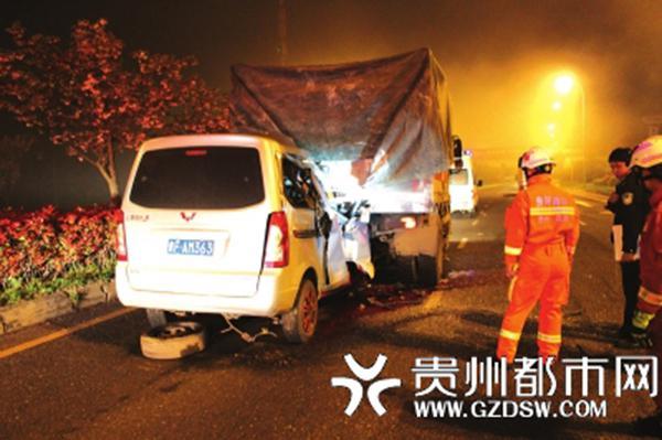 货车深夜抛锚驾驶员折樱示警 后车追尾司机身亡