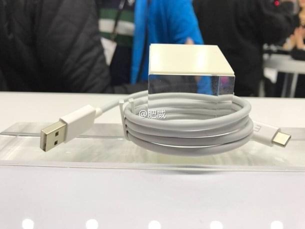 体积硕大:魅族Super mCharge的充电头实拍的照片 - 4