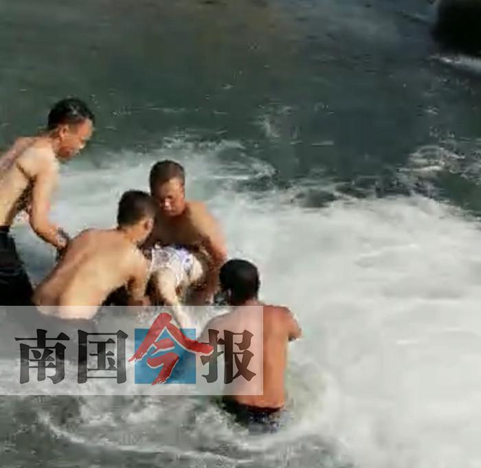 14岁女孩从高处跳入水中玩耍 被瀑布卷入水底溺亡