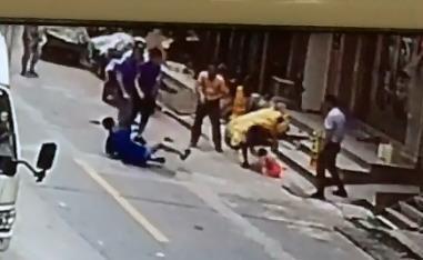 监控画面显示:女童坠落后袁润生倒地 乐清市委宣传部供图
