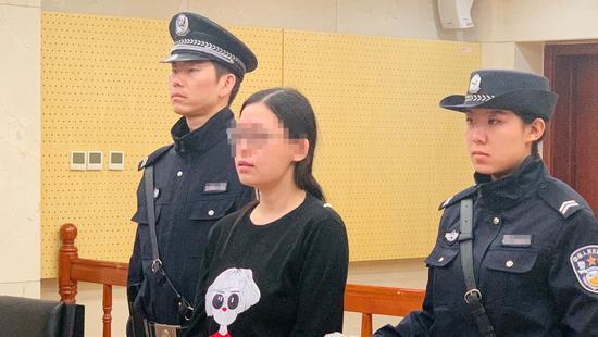 女猎头非法获千万条公民信息受审 自称为拓展人脉