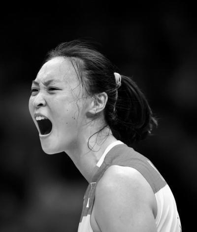 中国女排时隔12年再次登顶 奥运官网:王者归来