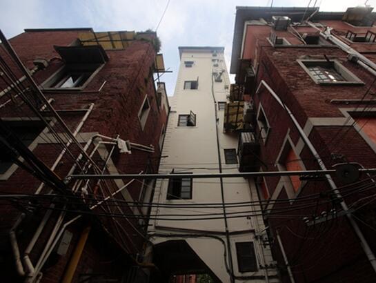 """上海39平米水塔房改造""""空中别墅""""即将拆除"""