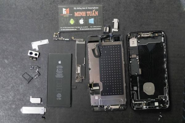 2675mAh容量电池:iPhone 7 Plus拆解视频的照片 - 1